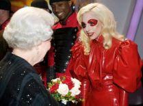 Lady GaGa e la regina Elisabetta 2