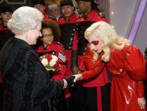 Lady GaGa e la regina Elisabetta 3