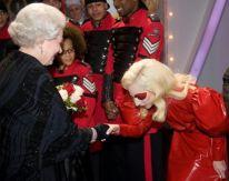 Lady GaGa e la regina Elisabetta 4