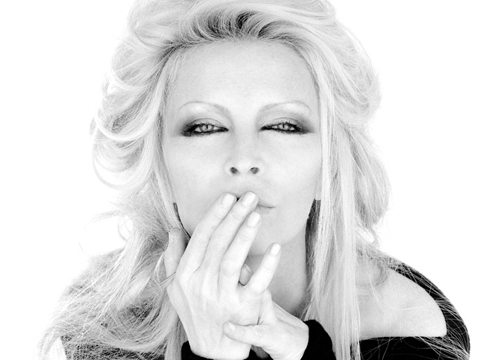 Patty Pravo canta brano scritto da Giuliano Sangiorgi
