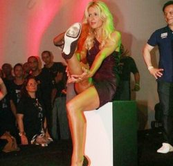 paris-hilton-carnevale-di-rio-hot