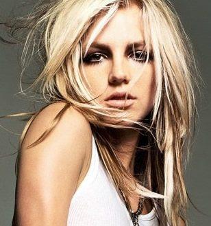 Britney Spears debutta al numero uno della Billboard