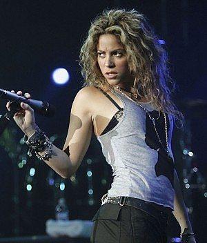 Il ciclone Shakira travolge Bologna e Milano, Video