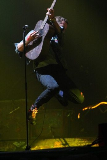 Acrobatico Chris Martin - Glastonbury 2011