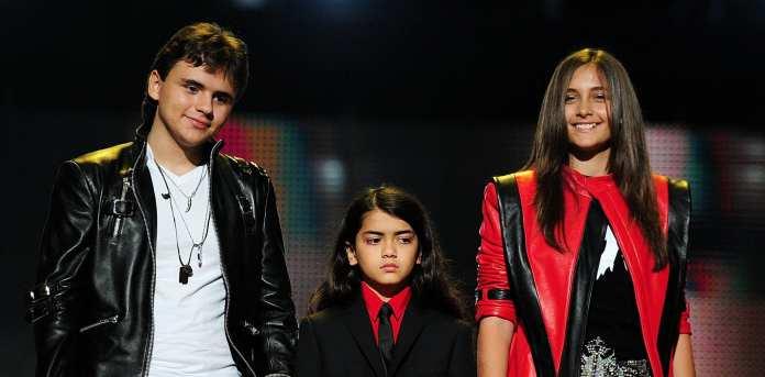 Cardiff: i figli di Michael Jackson sul palco, le foto del concerto