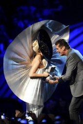 Lady Gaga riceve il premio | © Ian Gavan/Getty Images