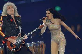 Performance di Jessie J insieme a Brian May dei Queen