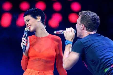 Rihanna e Chris Martin durante la cerimonia delle Paralimpiadi