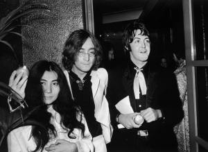 Yoko Ono, John Lennon e Paul McCartney