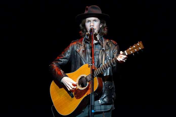 """Beck pubblica a sorpresa il nuovo singolo """"Saw lightning"""""""