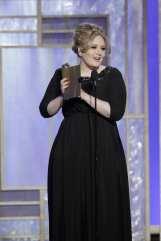 Adele vince il premio di miglior canzone con Skyfall   © Handout/Getty Images