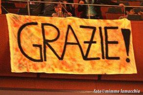 I fan ringraziano Marco Mengoni | © mimmo lamacchia