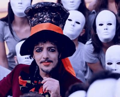 Max Gazzè, Cappellaio Matto nel video de I tuoi maledettissimi impegni