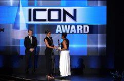 Rihanna premiata come Icon agli AMA | © Kevin Winter/Getty Images