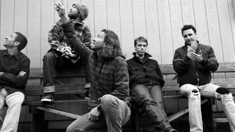 """Pearl Jam: il video dell'uomo che canta """"Even flow"""" mentre viene arrestato"""