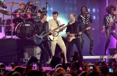 John Taylor from Duran Duran and special guest Mark Ronson (Photo by Anthony Harvey/MTV 2015/Getty Images)