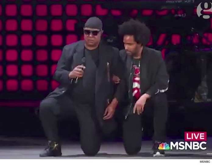 Stevie Wonder e John Legend si uniscono alla protesta #TakeaKnee