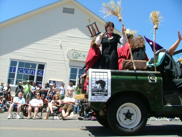 gallery bookshop and bookwinkles in the mendocino fourth of july parade
