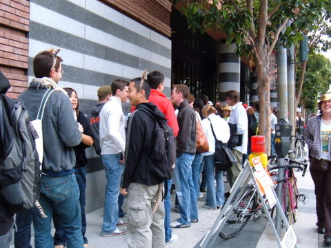 people waiting on line for the sf moma scavenger hunt
