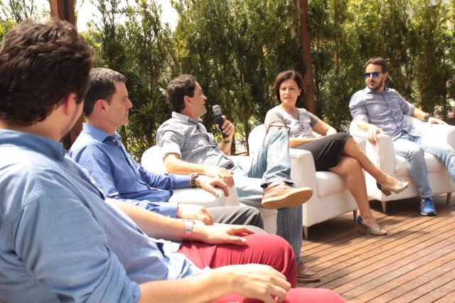 Bruno Hansen (Grupo AGÁ), Claudio Grando (Audaces), Rui Hess de Souza (Karsten), Amélia Malheiros (Cia. Hering) e Guiliano Donini (Marisol) debatem a nova economia. Imagem: Paula Cardoso
