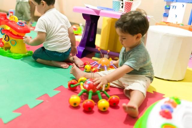 Brincar estimula o desenvolvimento saudável das crianças. Imagem: Daniel Zimmermann