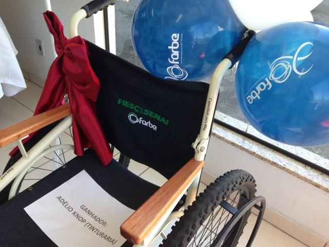 Cadeiras foram desenvolvidas com a doação de duas bicicletas. Imagem: Divulgação