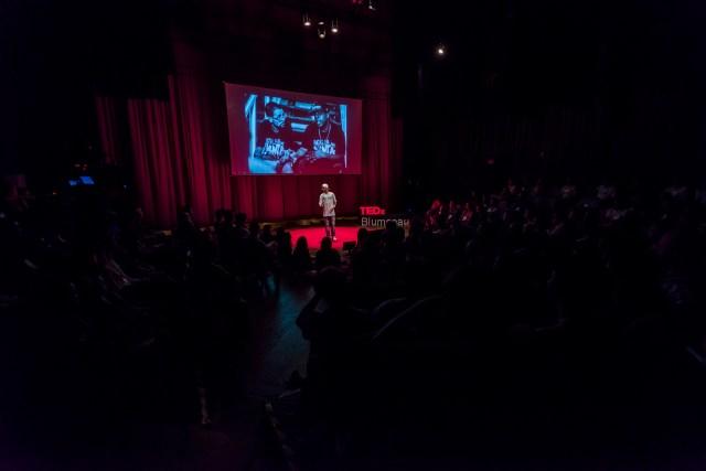 Edição 2016 do TEDxBlumenau trouxe Sinergia e Catarse como tema. Imagem: Blink Studios