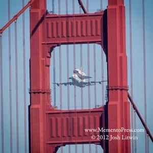 Memento-SF-Shuttle-Flyover-Golden-Gate-Bridge
