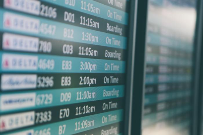 airport-board-unsplash