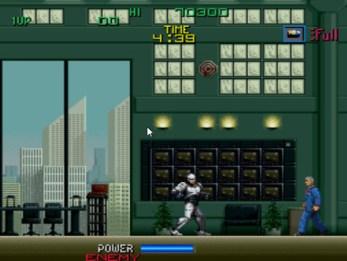 No final, a mesma cena do filme: Robocop faz o chefe bandido da OCP cair do prédio