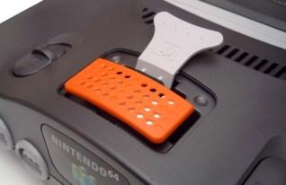 Nintendo 64 com Expansion Pak e Removal Tool