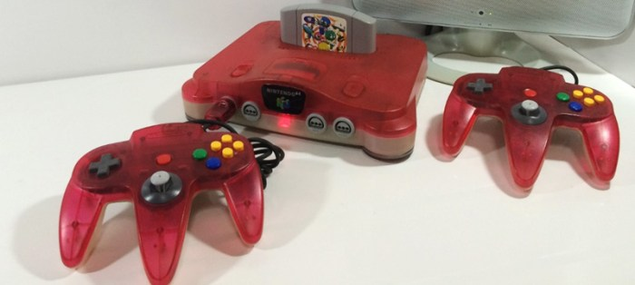 [Tópico Oficial] A Historia de cada Videogame.  Nintendo-64-Clear-Red