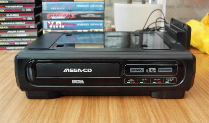 Modelo original do Mega CD japonês. Imagem: Matt