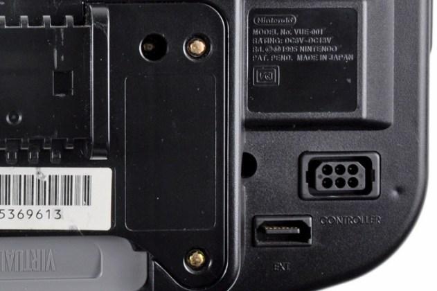 Parte inferior do Virtual Boy, em detalhe.