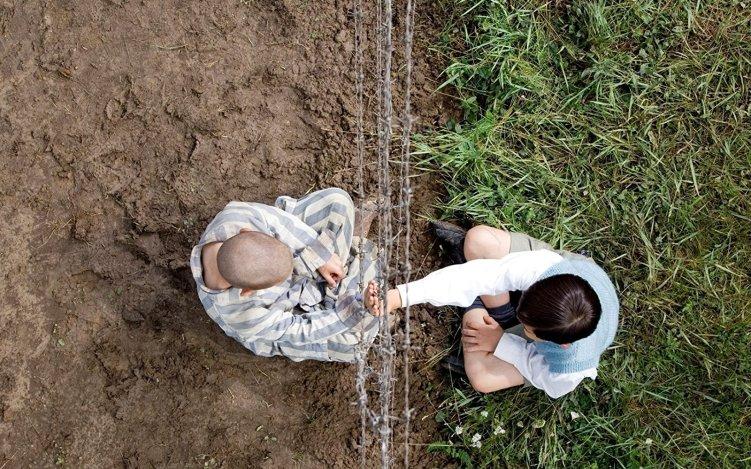 【縞模様のパジャマの少年】子供を中心に戦時中のドイツを描いたおすすめ映画