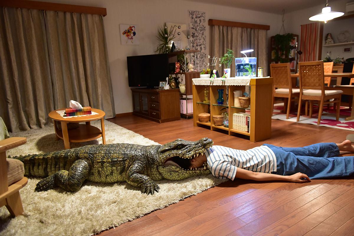 家に帰ると妻が必ず死んだふりをしています。