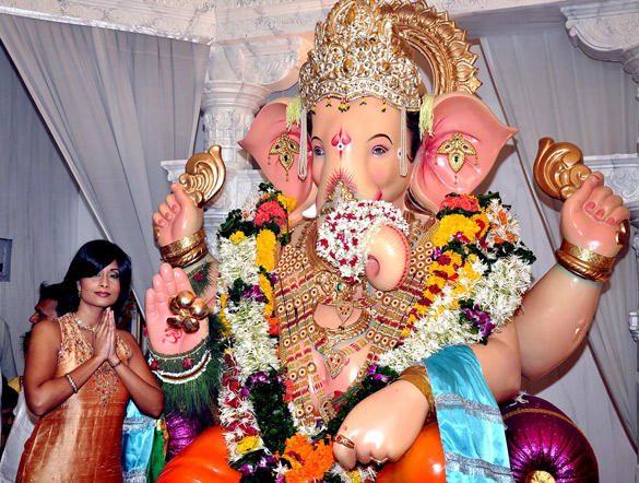Poonam Pandey and Celebs Visit Andheri Cha Raja In Mumbai