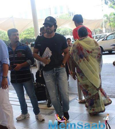 Anil,Ram And Priyanka Snapped At Mumbai Airport