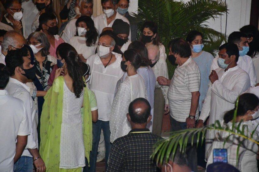 Last Rites Of Rajiv Kapoor, Celebs Pay their Last Respect