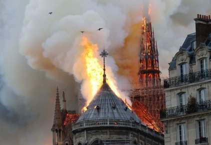 بث مباشر من باريس: اندلاع حريق في كاتدرائية نوتردام