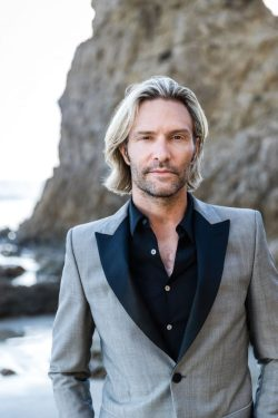 Eric Whitacre posing for a portrait.
