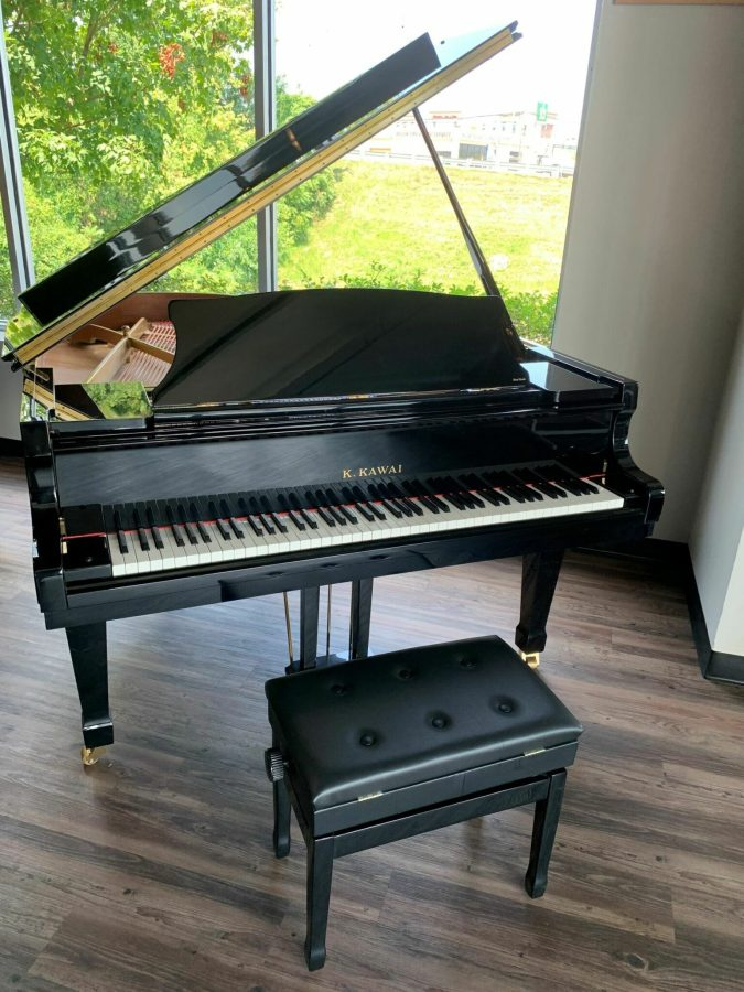 Kawai RX-2 Grand piano Front view