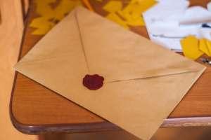 recogida de un paquete por mensajería