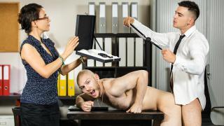 Entretient d'embauche avec défonce anale sur le bureau de patron  – Orson Deane & Paddy O'Brian