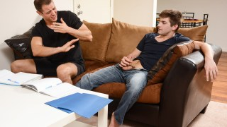 Johnny Rapid attrapé par sa mère en plein sexe gay