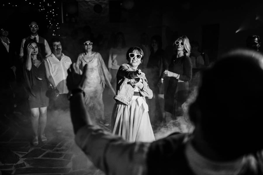 casamento aldeia de pedralva noivos dançam puxar a corda
