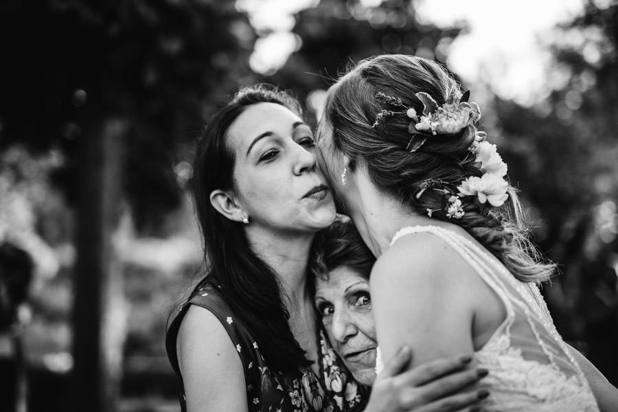 fotografia de casamento abraco a noiva