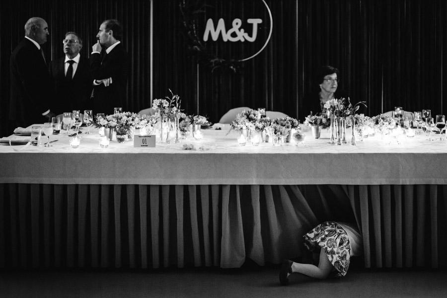 30-rising-star-Rangefinder-casamento-criancas-debaixo-mesa
