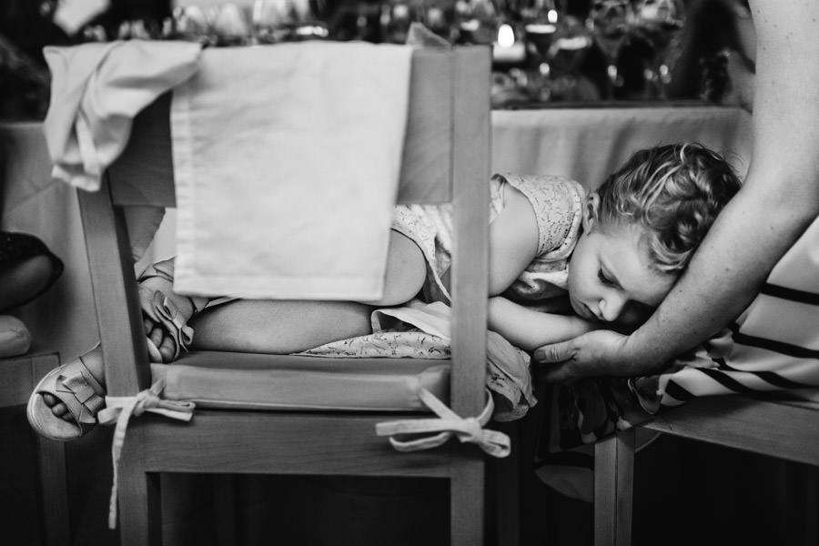 30-rising-star-Rangefinder-menina-dormir-cadeira-mae