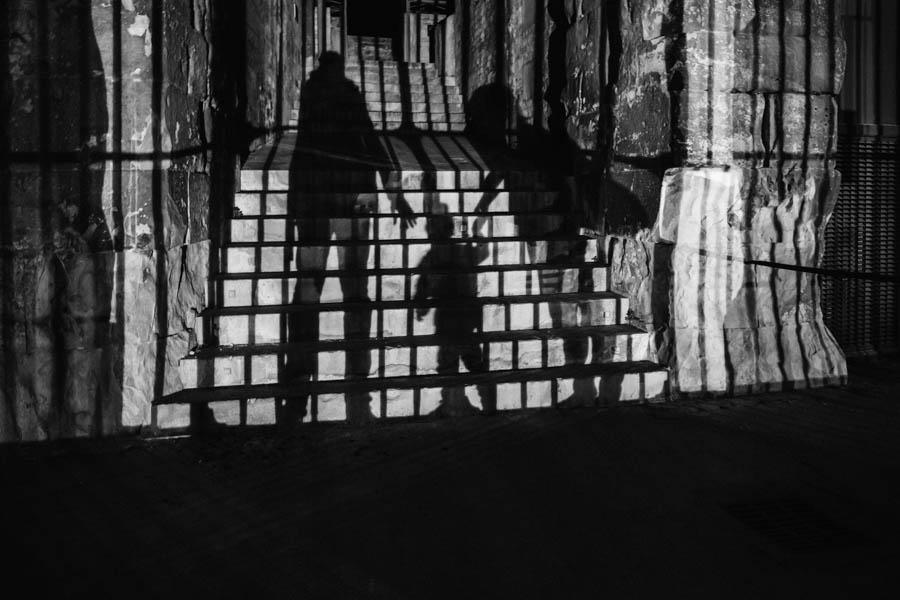 Road Trip em familia escada sombra noite retrato